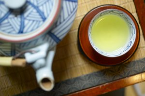 Welches hat mehr sauren Kaffee oder grünen Tee
